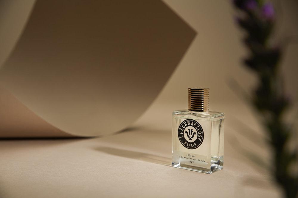 """J.F. Schwarzlose - ....The main goal of J.F. Schwarzlose is to establish a link between Berlin and the rest of the world. The creators want to revive this prestigious label born in 1856.Veronique Nyberg, the nose of the brand, chooses the most precious natural ingredients, for their extravagance, brilliance and power. She combines them, creating exquisite alliances, luxurious and refined, a tribute to the splendors of Berlin. Seven fragrances make the brand, including Altruist, winner of The Art and Olfaction Awards 2017 in the """"Independent category""""...Créer un lien entre Berlin et le reste du monde, voilà l'objectif du trio qui a ressuscité J.F. Schwarzlose, cette grande marque de parfums qui existe depuis 1856.La parfumeuse Véronique Nyberg choisit les ingrédients naturels les plus précieux, pour leur extravagance, leur brillance et leur puissance. Elle les combine, en créant des alliances exquises, luxueuses et raffinées, un hommage aux splendeurs de Berlin.Sept parfums composent aujourd'hui la marque, dont Altruist qui vient de remporter le Art and Olfaction Award dans la catégorie parfum Indépendant.........Available in store..Disponible en boutique...."""