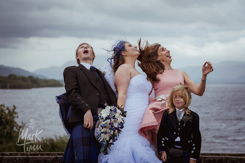 funny wedding photographs windy weather