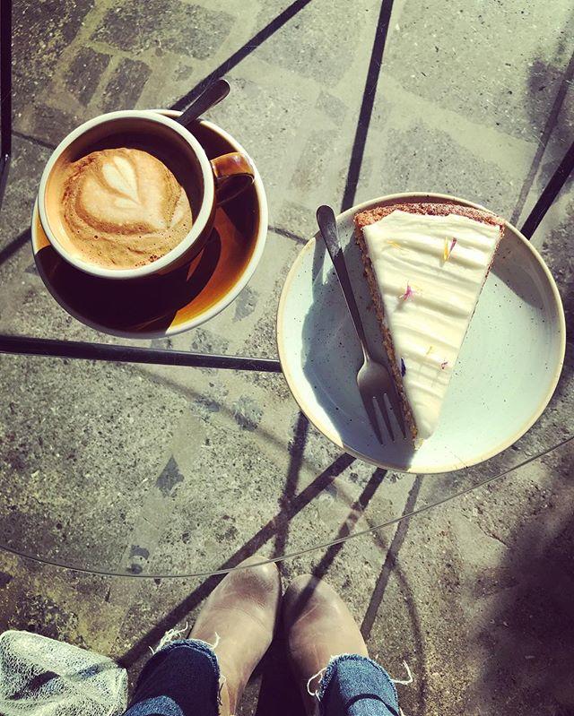 Coffee (& cake) break at @farel.bistro 😌☕️ * * * #coffeebreak #carrotcake #treatyourself #farelbistro #bielbienne