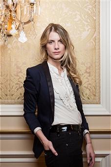 Melanie Laurent blazer.jpg