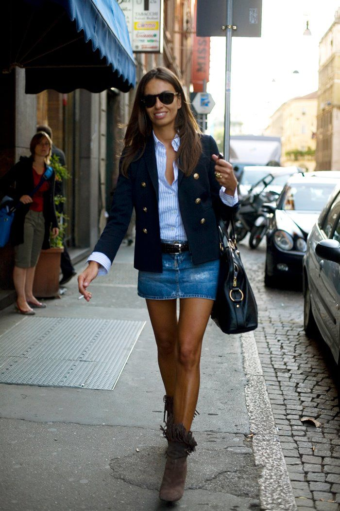 With a blazer and ankle boots for a perfect Parisian chic look (you don't necessarily have to smoke to create this effect luckily)