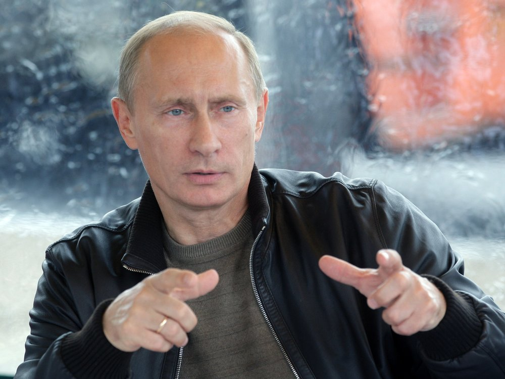 A rare photo of Putin directing the Russian Ministry of Finance to conduct a technical analysis on an unknown cryptocurrency.