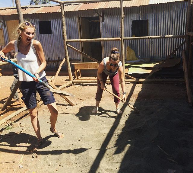 Look how much fun #volunteering can be! Special thanks to @keziaward for the awesome picture of her working on the foundation of a new school in Kenya, and a happy birthday to her as well. Tag @volunteeraid or use #VolunteerAid to show us your favorite volunteering photos! #volunteer #volunteerabroad #kenya #kibera