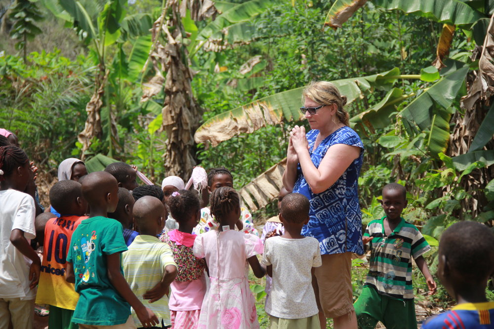 Point Hope founder Delilah (Momma Delilah) teaching children the fable of the turtle and the hare.
