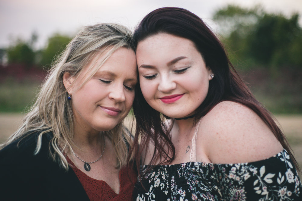 Mother and daughter pose for high school senior photos at Willow River State Park