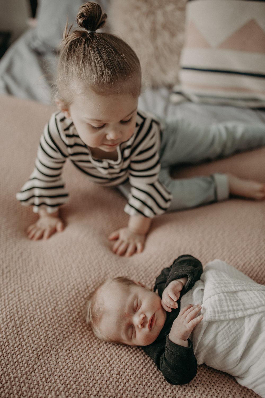 River_Falls_Lifestyle_Newborn_Family_Photographer5.jpg