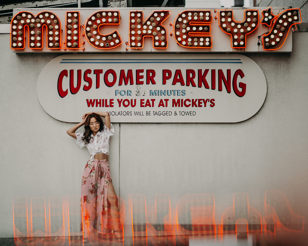 mickeys-diner-lights-senior-photos-historic-st-paul-mn