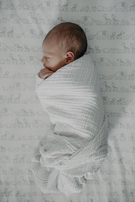 newborn-in-crib-chaska-mn-lifestyle-photographer