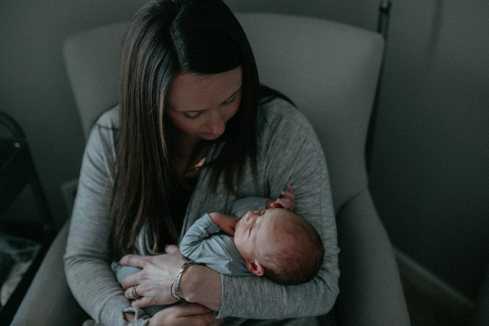 nursery-lifestyle-photoshoot-mom-from-chaska-mn