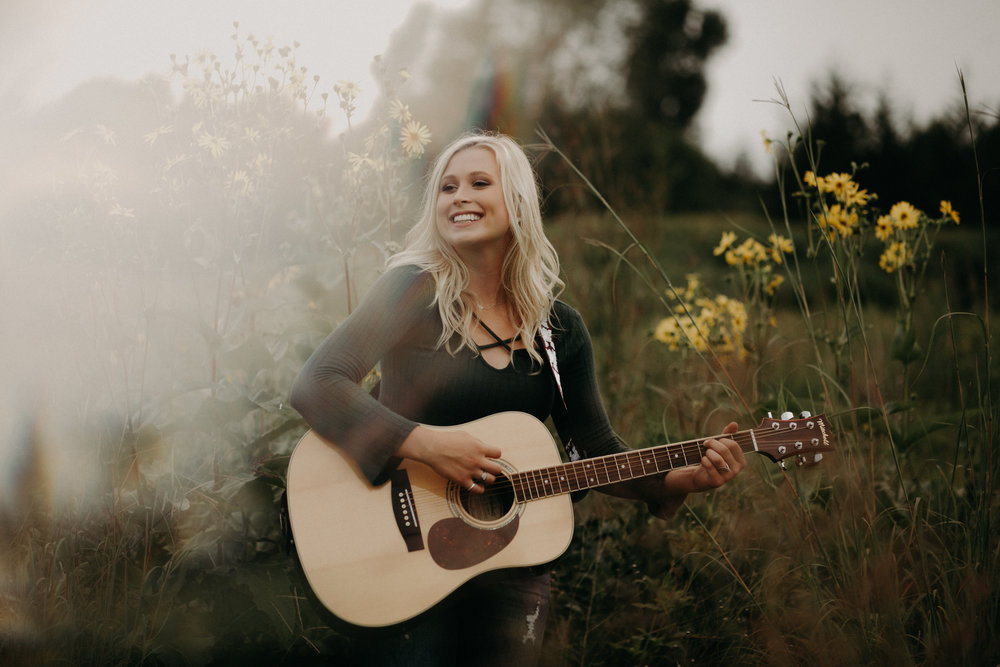 prism-guitar-senior-photographer-river-falls-wi