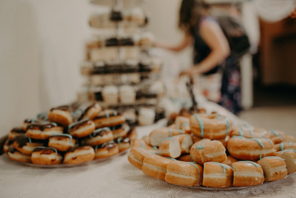 sweet-retreat-donuts-wedding-marshfield-wi-eagles-club