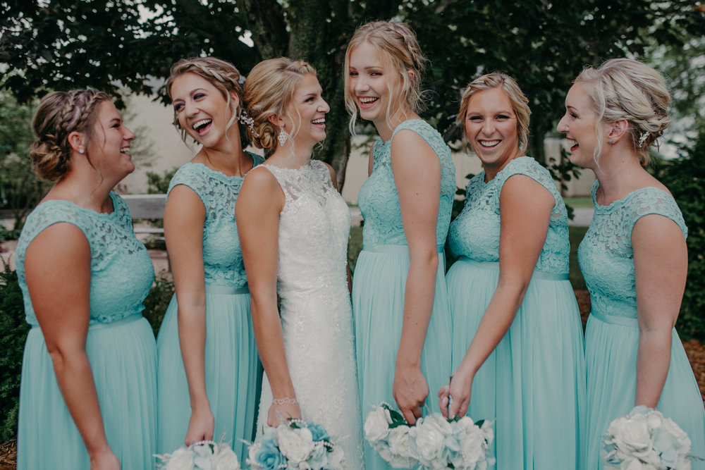lenz-wedding-bridal-party-laughing