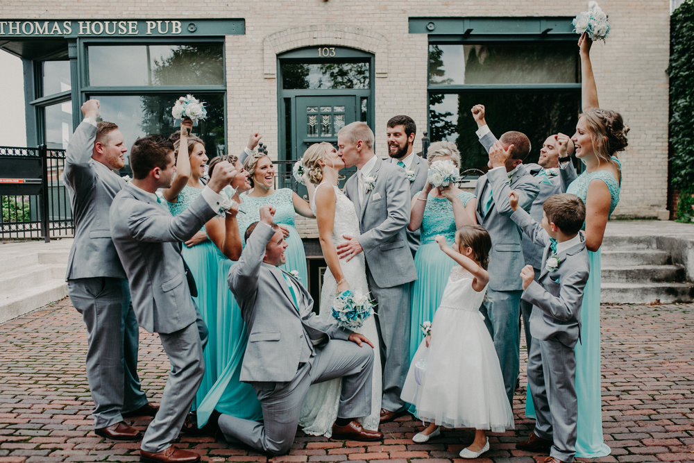 marshfield-wi-wedding-photographer-thomas-house-bridal-party