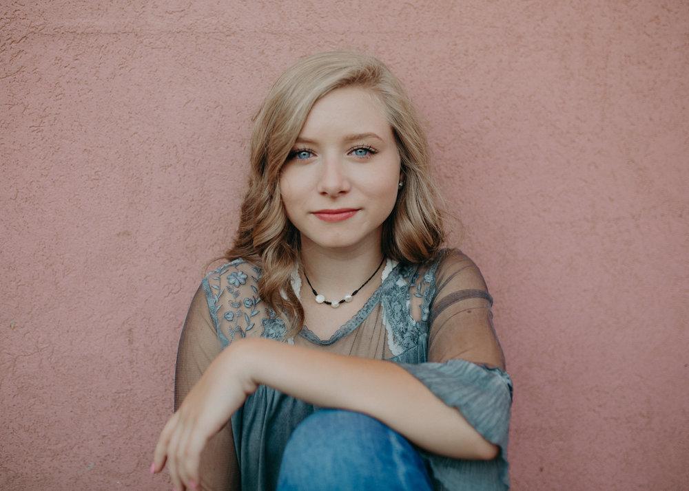Hudson-wi-pink-wall-senior-portraits