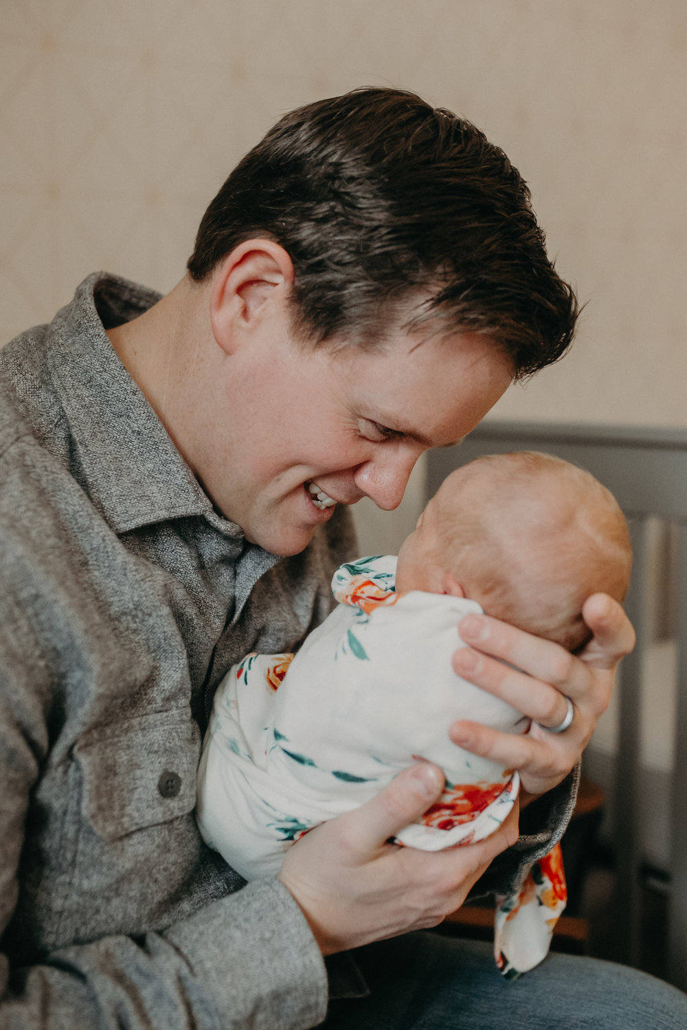 father-newborn-girl-woodwinds-woodbury-mn