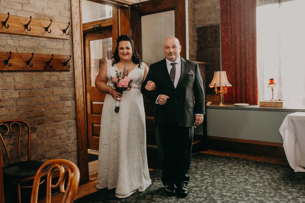 Intimate_Wedding_St_Paul_MN_WA_Frost_Sweeneys_Andrea_Wagner_Photography (42 of 99).jpg