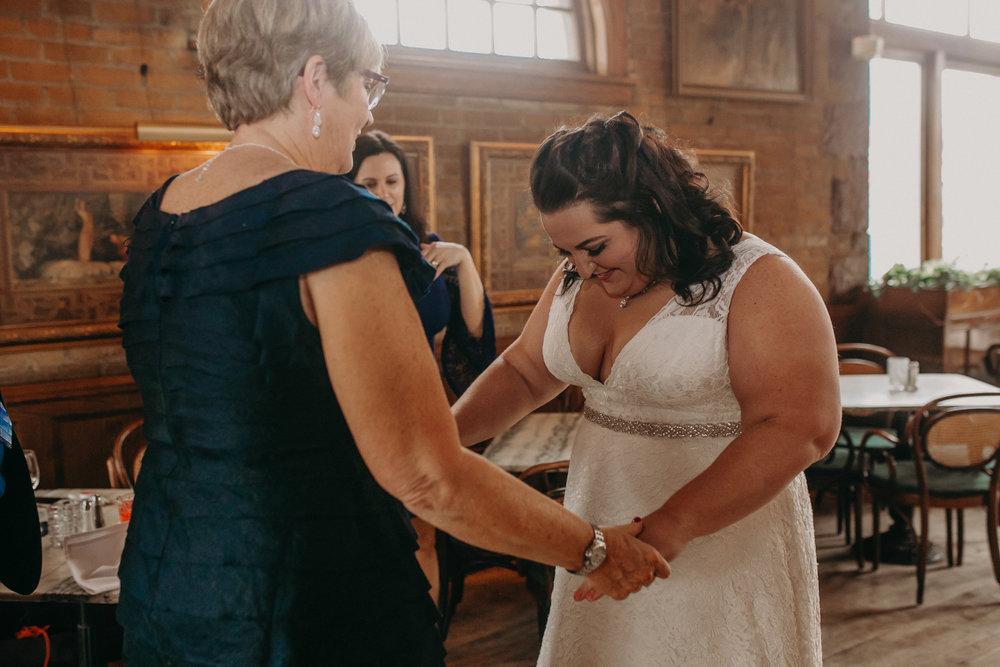 Intimate_Wedding_St_Paul_MN_WA_Frost_Sweeneys_Andrea_Wagner_Photography (24 of 99).jpg