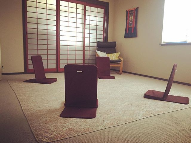 It's been about a year since I moved my practice into @thelumacenter and I just love the peaceful, healing vibe the space has. 💗 This is the classroom where I host small discussion groups.  This room has also hosted mama and baby groups, birth healing groups, meditation, and new moon singing groups, and more.  All beautiful events that are helping our world be a better place.  Such a rad place. 💓 💐 🌈 #thelumacenter #maketheworldabetterplace #peacefulwarrior #powertothepeaceful #spreadinglove #dontstoplearning #neverstopexploring #wedothistoprogress #consciousliving #healingspace #thingstodoinsonomacounty #empoweredwomen #strongwomen #takebackyourhealth #takebackyourlife