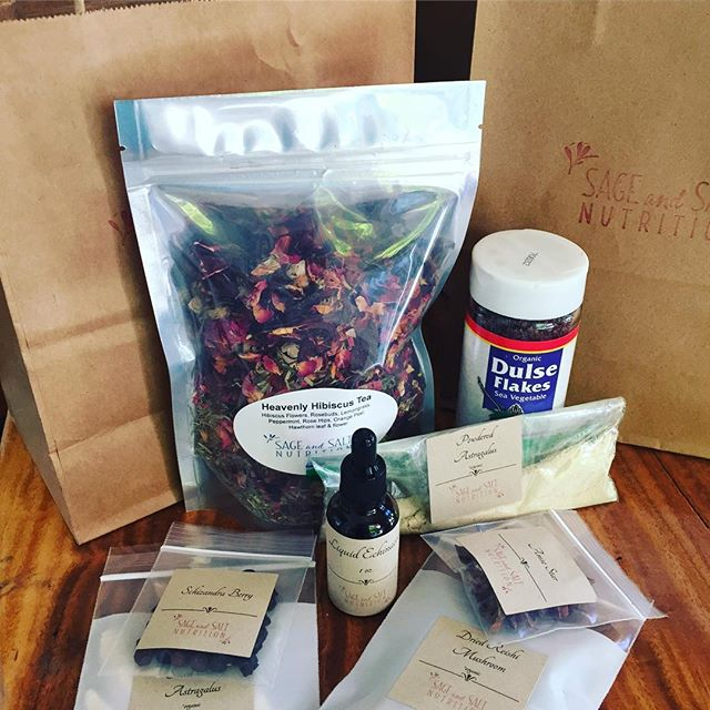 Herb kits are packed up and ready to go for tonight's Cooking for Immunity class.  All sorts of little goodies are included! 🌟 Herb kits are available for sale without attending the class. 🌟 ✨ ⚡️ 🌟 #takebackyourhealth #cookforimmunity #strongimmunity #medicinalherbs #immuneboost #stayhealthy #gethealthy #eatwellbewell #healthyfamily #happymom #happyfamily #naturalmama #cleaneating #kitchenwitch