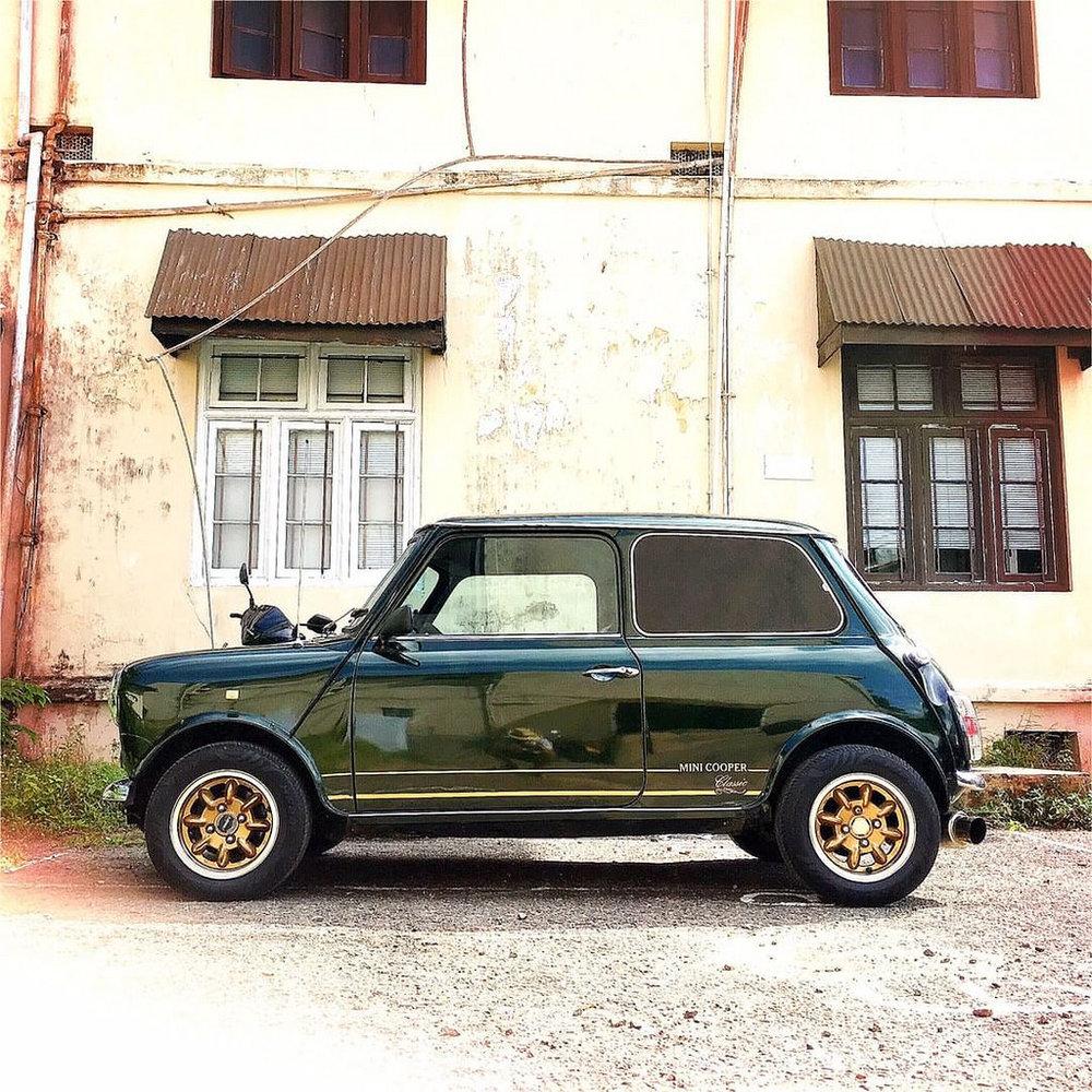#Hipstamatic #Watts #Irom2000 #mini #cooper #ceylon #minicooper #mini_cooper #colombo #car #antique #asia #srilanka #englishgreen #beauty