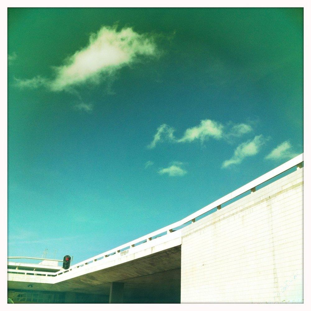 Concreto, céu, azuis, Brasília definida  Jimmy Lens, Blanko Film, No Flash, Taken with  Hipstamatic
