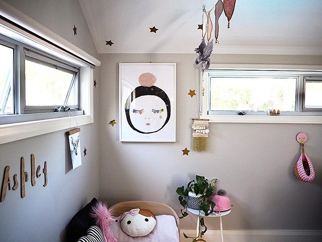 Fitting new artwork in Ashley's room as she's into playing with dolls and babies 💖 #yellowdoordesigns #interiorstyling #interiordesign