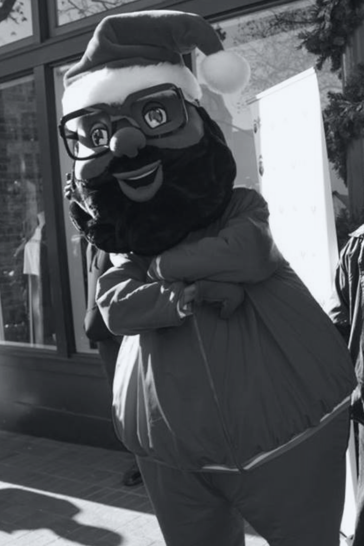 BLACK SANTA - December 1NBA Star Baron Davis brings Black Santa for a fun event &toy drive.