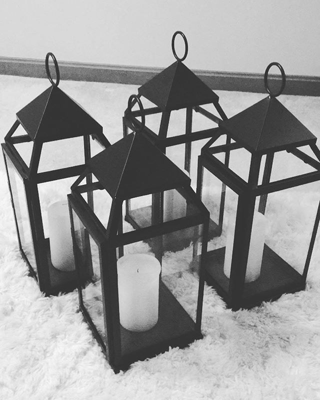 Lanterns are the perfect fall decor to make any space feel warm and cozy 🖤🔥 #bMe #brittanymeadeevents