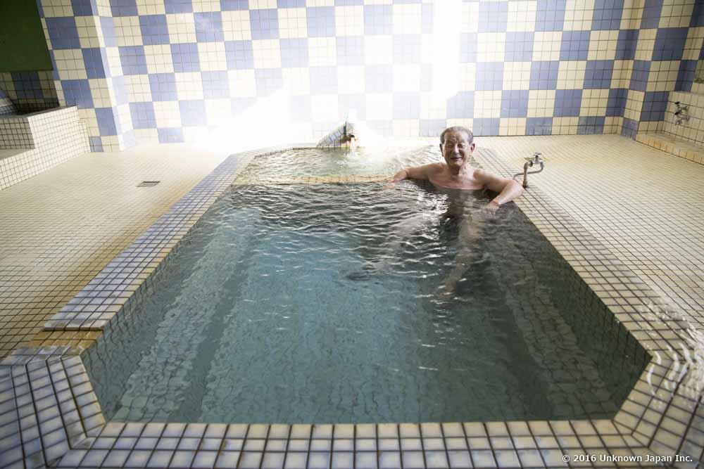 Daikoku Onsen, bather