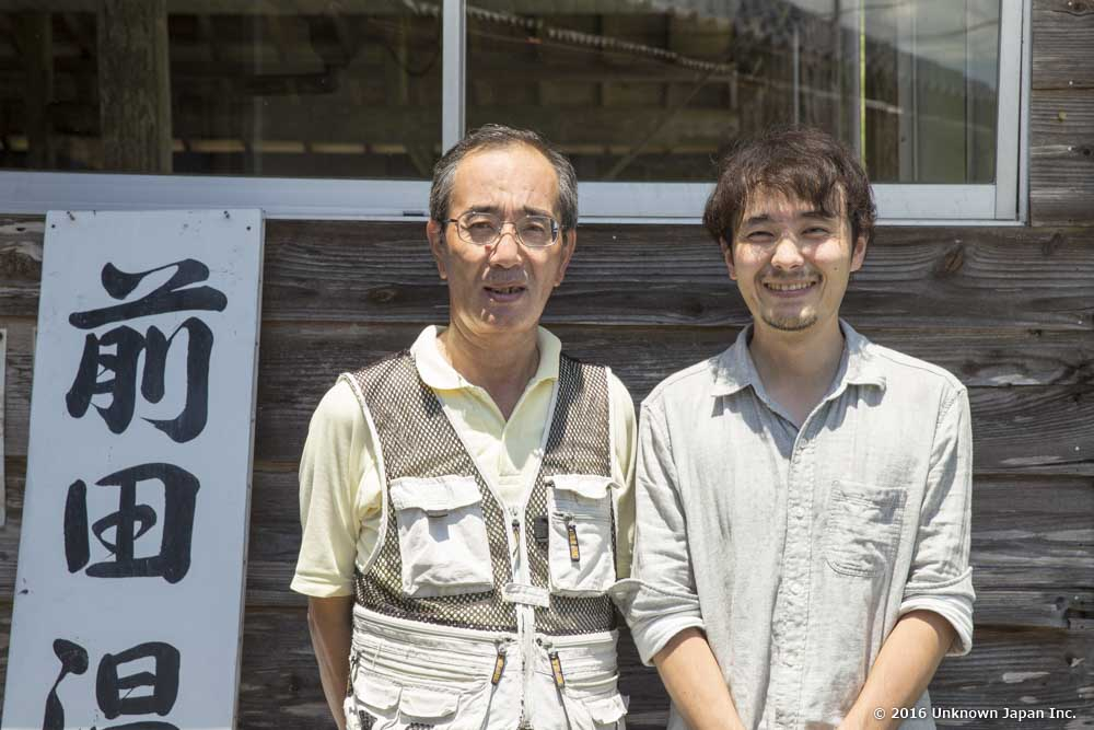 With the owner Kazuhisa Maeda, in front of the bathroom