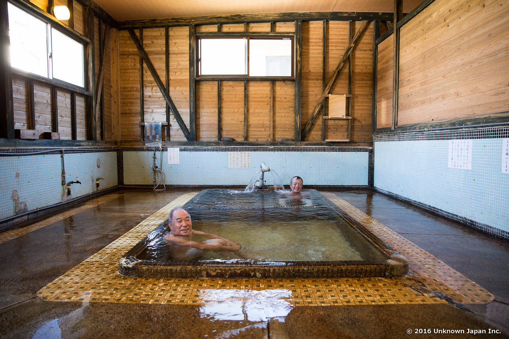 Enoshima Onsen, bathers