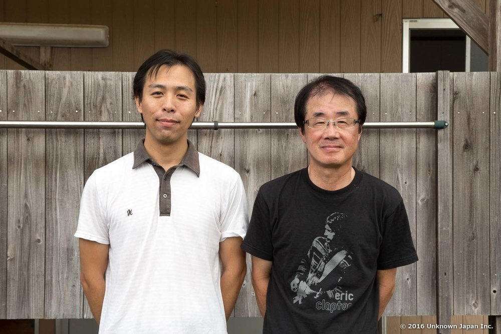 With a manager of the union , Ryuichi Shimohara , in front of the bathhouse