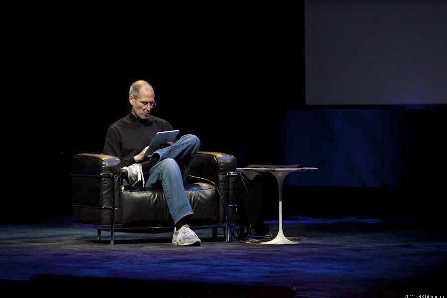 Steve Jobs unveils the iPad. | Photo: CNET