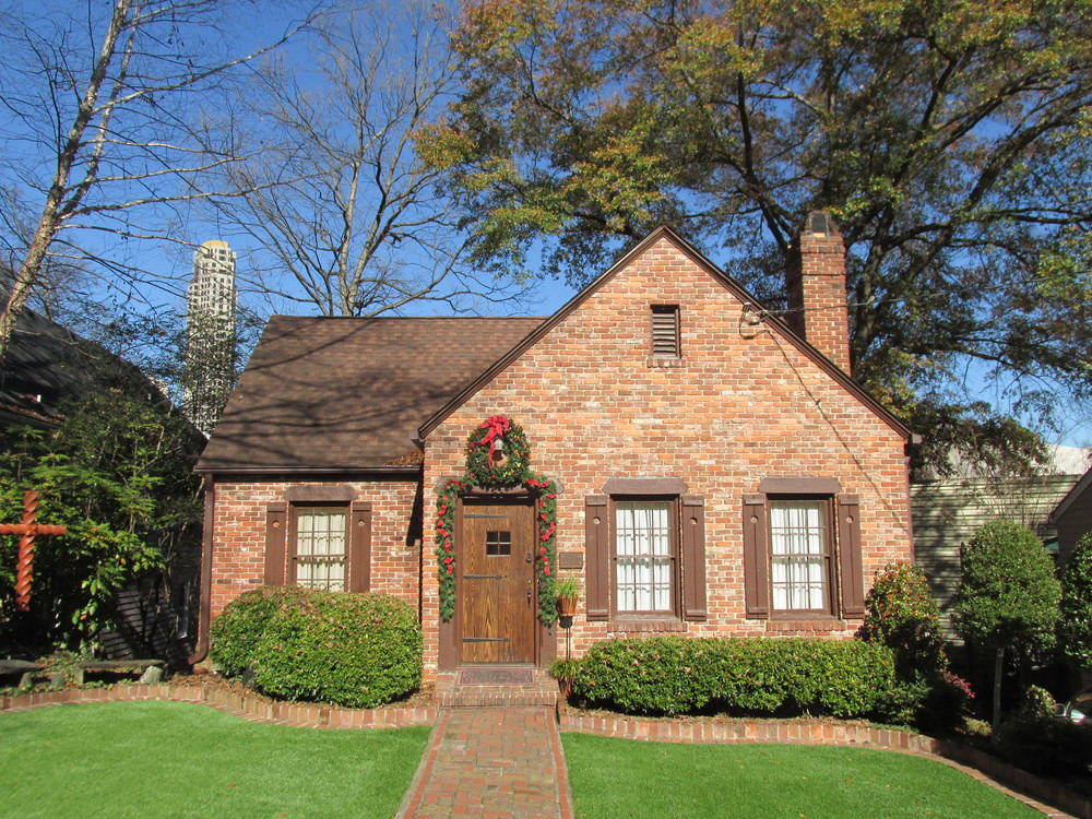 A_house_on_Highland_Drive,_Peachtree_Park,_Buckhead_GA.jpg