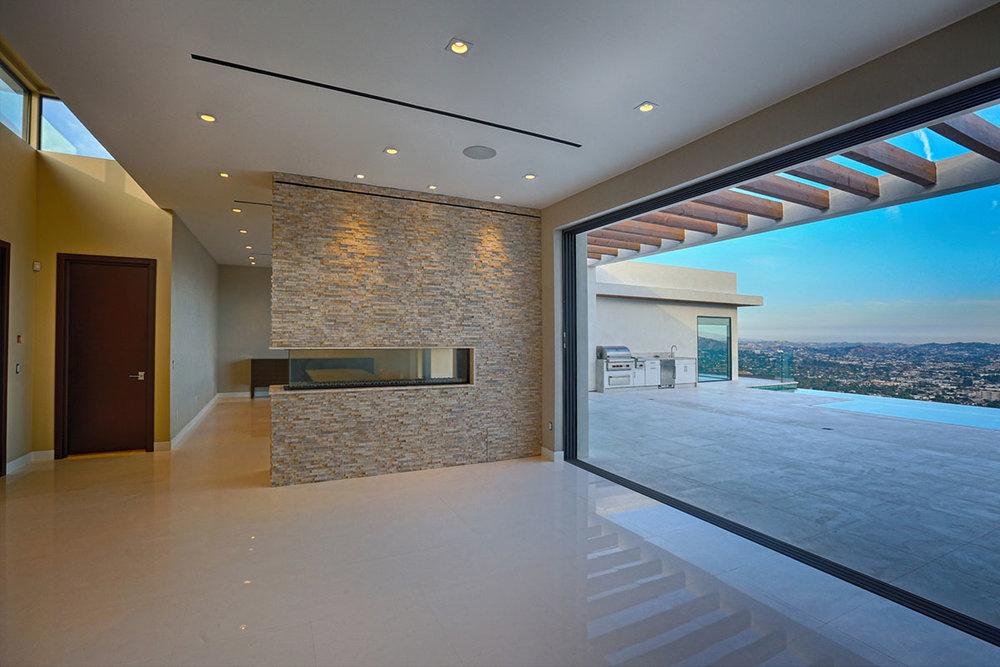 Fusion-Windows-and-Door-Installation-in-Glendale-CA-Fleetwood-Glenwood-Newport-1070x10.jpg