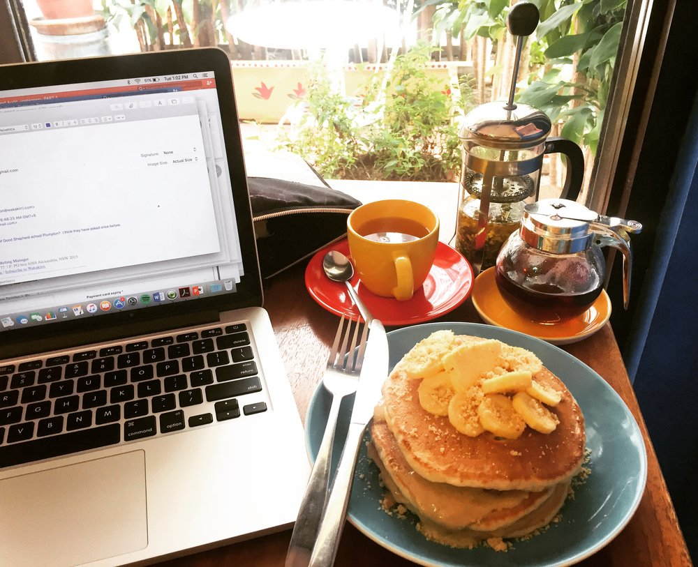 BEST Banana Peanut Butter Pancakes @ Kismet Cafe, Manila, Philippines