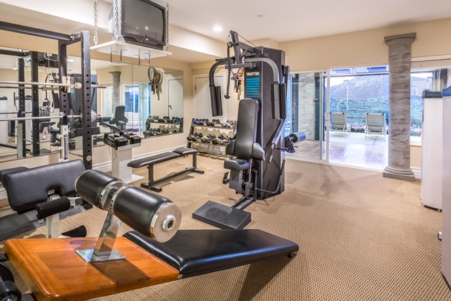 Work out with a personal trainer in this fully equipped state of the art gym. When finished, rinse off in the 7 person aromatherapy steam room with Grohle rainfall shower.
