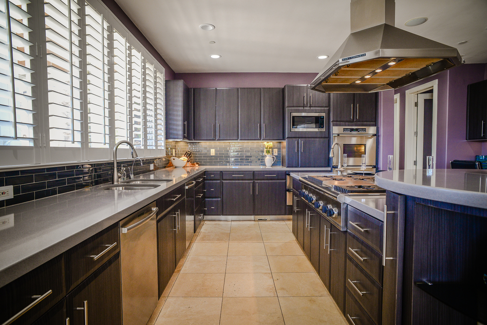 Prepare incredible family feasts from this gourmet entertainers kitchen featuring chef grade appliances & butlers pantry.