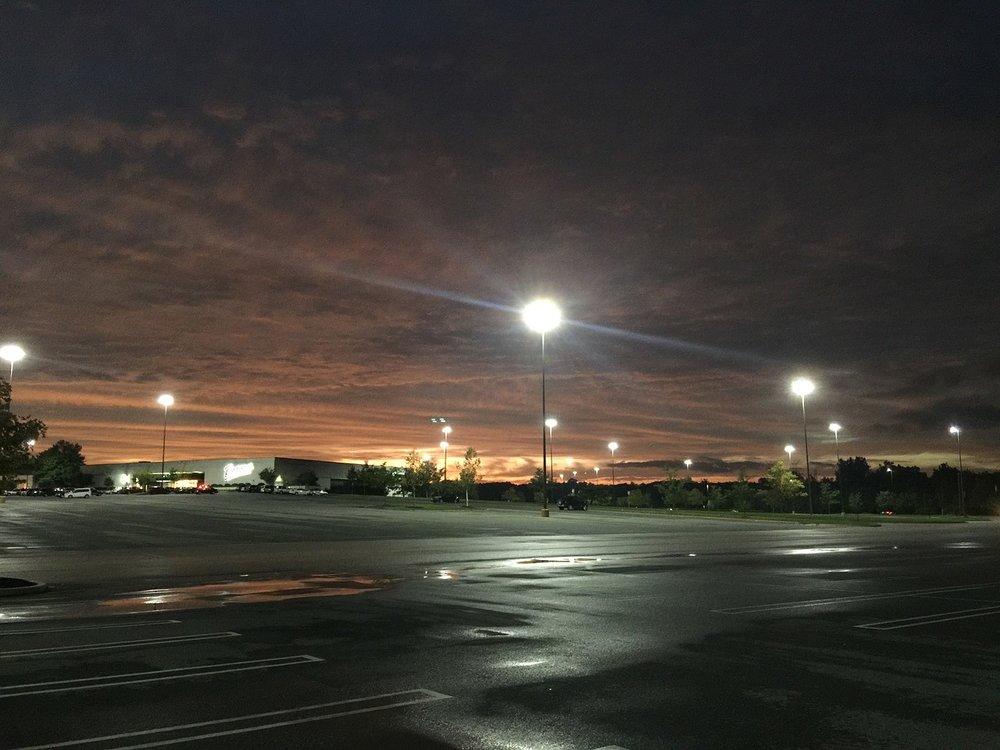 parking-lot-2231389_1280.jpg