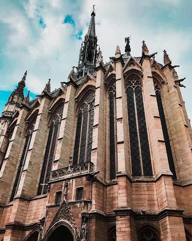 A little French Gothic architecture for your Insta feed tonight, courtesy of Pierre de Montreuil. . . . . #saintchapelle #gothicstyle #gothicarchitecture #paris #parisian #parislove #parisjetaime #parisphoto #parismonamour #igersparis #igersatlanta #parismaville #parismylove #pariscityvision #thisisparis #architecture #beautifuldestinations #dametraveler #wanderlust #france #visitfrance #pariscityvision #pariscity #parisview #travelfrance #travelphotography #travelgram