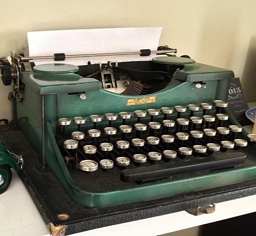 vintage-typewriter.JPG