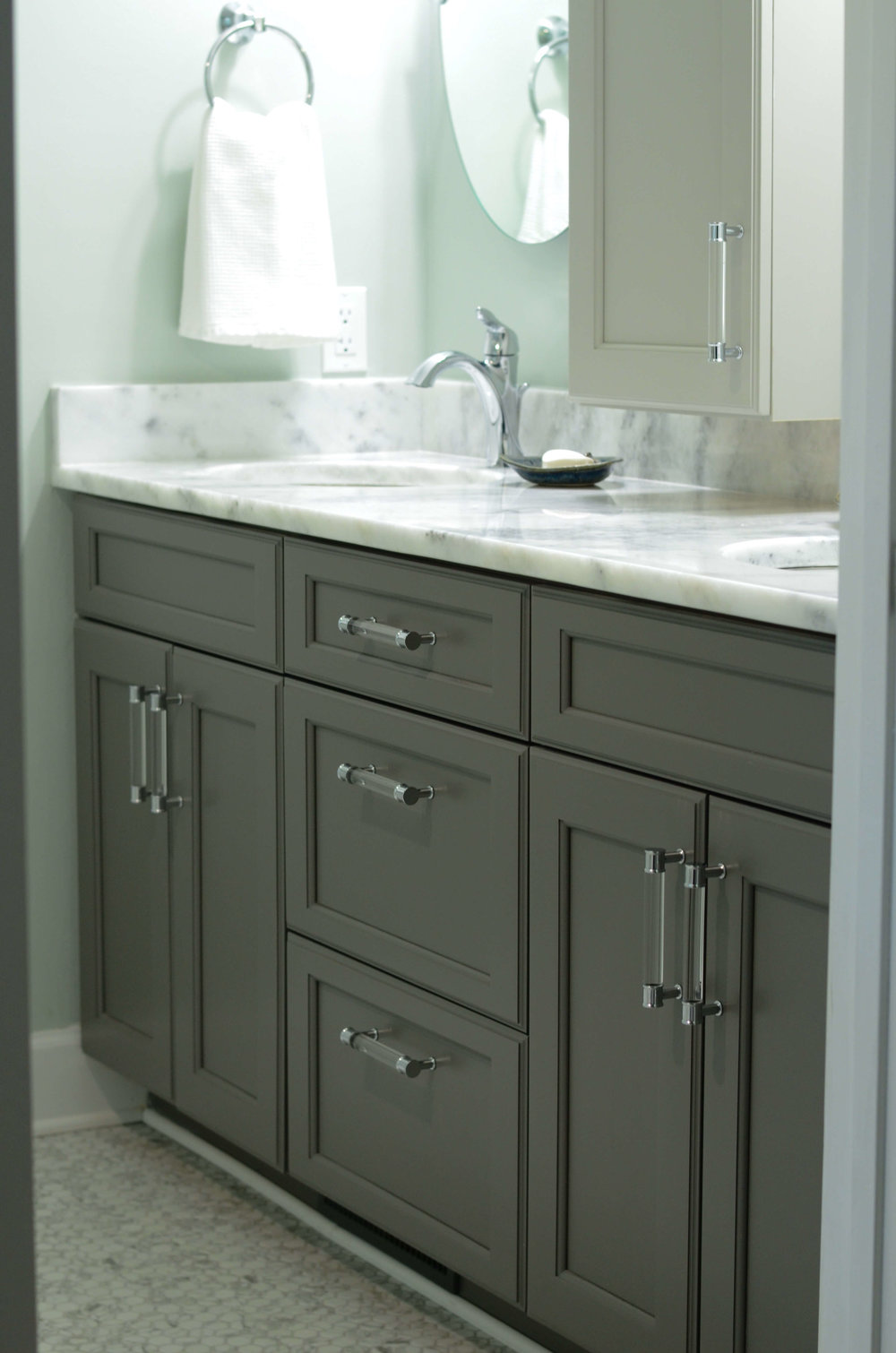 Gray_bathroom_cabinets.jpg