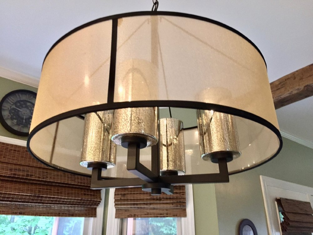 dining_table_chandelier.jpg