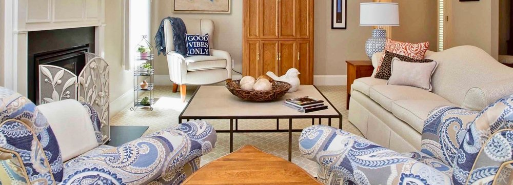 blue_white_living_room_decocco_onecoast.jpg