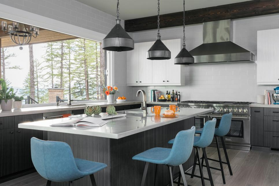 hgtv_dream_house_kitchen_stools.jpg