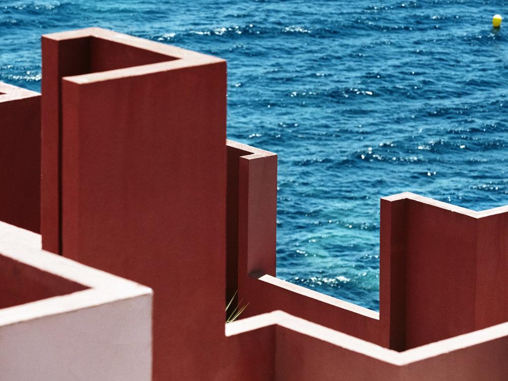 Muralla_Roja_Calpe_Spain_Ricardo_Bofill_Taller_Arquitectura_13-1440x1080.jpg