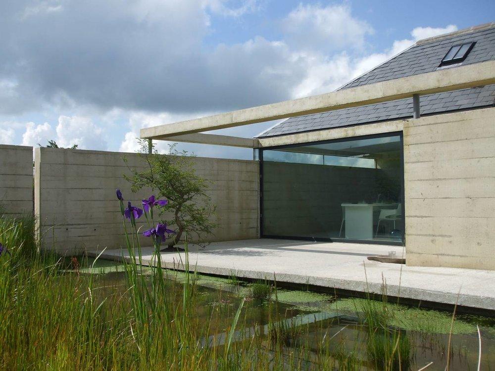modernist cottage.jpg