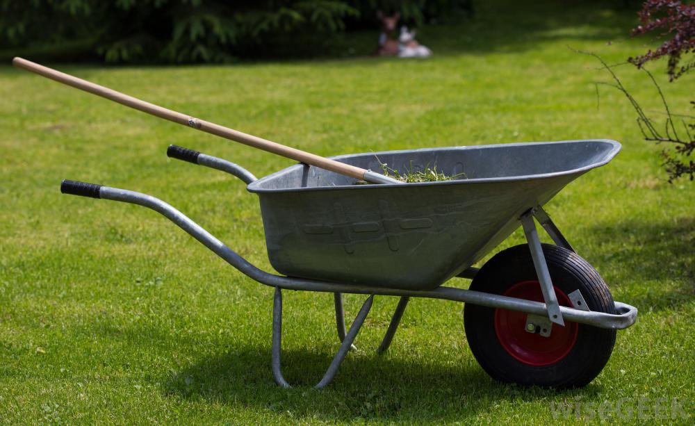 wheelbarrows make fall lawn cleanup easier