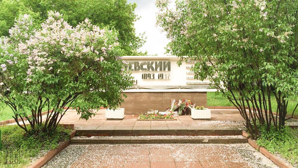 after-eight-years-05-mikhail_tukhachevsky_monument.jpg