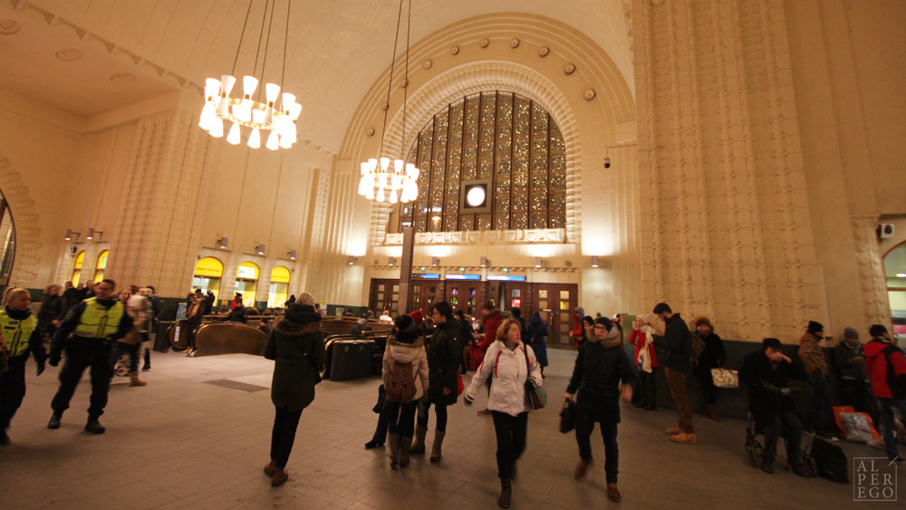 helsinki-14-central-railway-station-inside.jpg